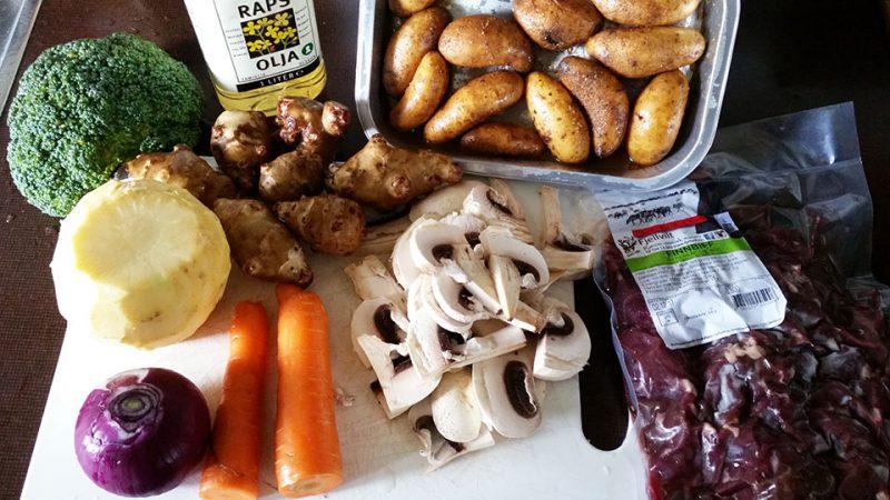Finnbiff-med-fritert-jordskokk-ovnsbakte-gronnsaker-og-rorosromme-raavarer